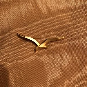 Jewelry - Gold Seagull Brooch